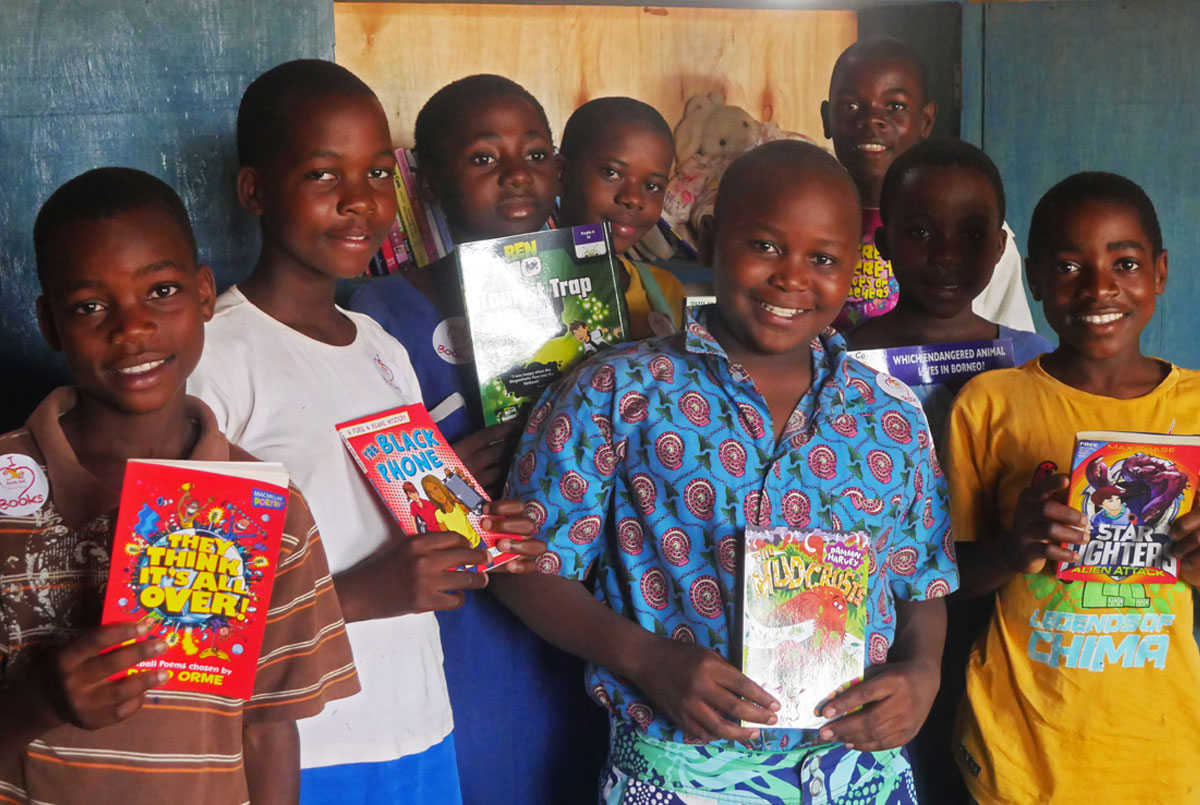 Malawi children with their Inspiring Readers library